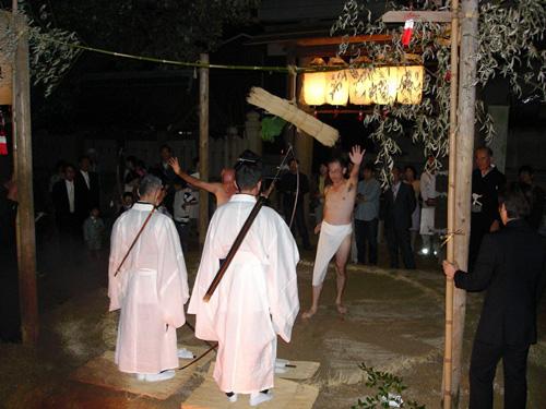 石上神社の兵庫県指定文化財「なまずおさえ神事」