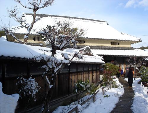 旧来住家住宅の雪景色