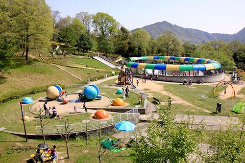 日本へそ公園の大型遊具が充実した「宇宙っ子ランド」
